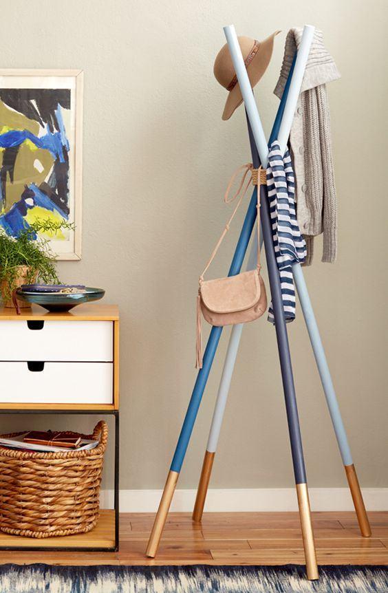 Ideas decorativas y tiles para hacer con madera - Burra para colgar ropa ...